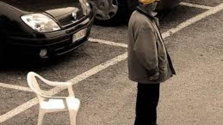 Sanzionato e allontanato parcheggiatore abusivo dal piazzale antistante la Asl di Via M.Calò