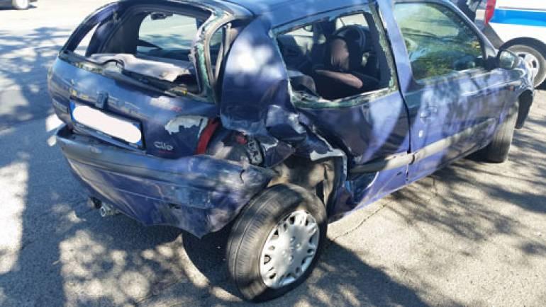 Ciampino. Distrugge una macchina durante un sorpasso e scappa. Rintracciato dalla Polizia Locale, gli viene ritirata la patente