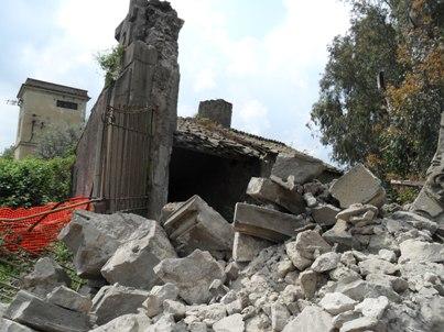 """Sequestrato il """"portale dei francesi"""" crollato in Via dei Laghi"""