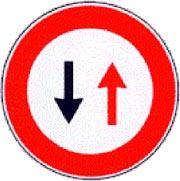 Franato un tratto di Via Morosina. Istituito il senso unico alternato.