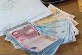 Restituito alla proprietaria portafogli con oltre 1.500 euro al suo interno.