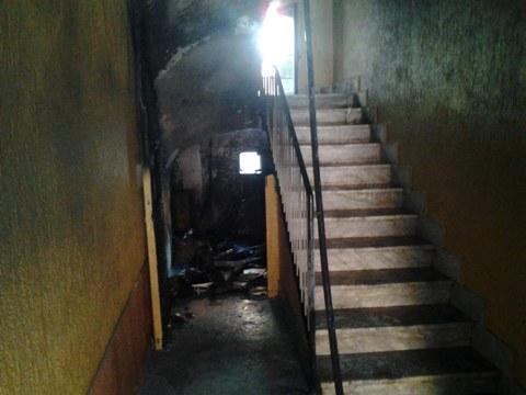 Ciampino: fiamme in una palazzina, agenti di Polizia Locale e passanti evitano una tragedia