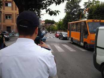 Ciampino, a scuola in sicurezza. La Polizia Locale filma le infrazioni al Codice della strada nei pressi delle scuole.