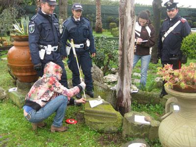 Dall'esame dei reperti rinvenuti in via dei Laghi si configura la presenza di un area a vocazione sacra e funeraria nella Villa di Quinto Voconio Pollione