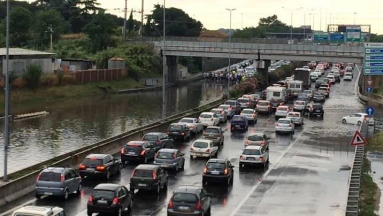 """""""Summer Storm"""": nubifragio a Ciampino. Decine di interventi della Polizia Locale"""