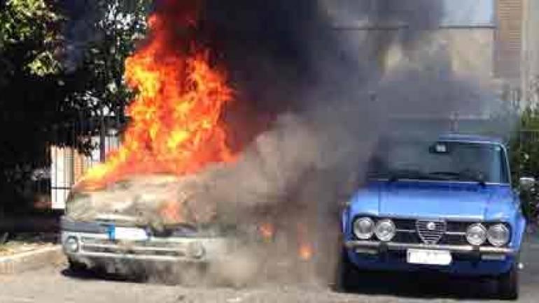 Ciampino. A fuoco due auto a gas.