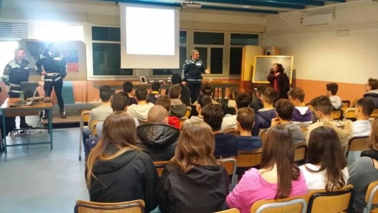 Cyberbullismo e pericoli del web: la Polizia Locale di Ciampino per il secondo anno ne discute con gli alunni delle scuole medie e superiori.