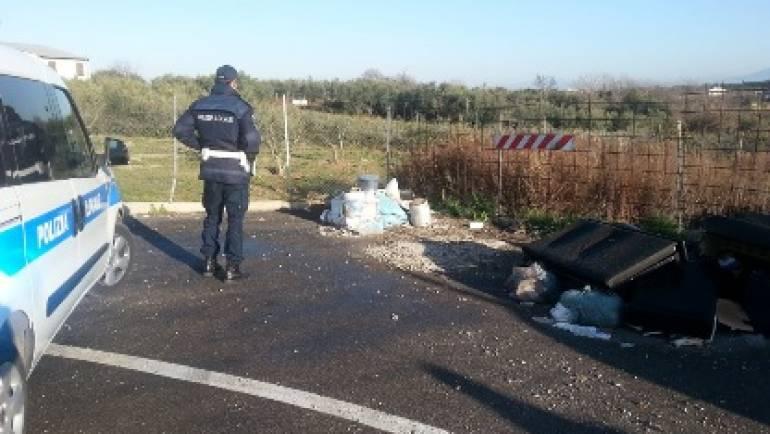 Ciampino: la Polizia Locale ferma autore di abbandono di rifiuti in strada.