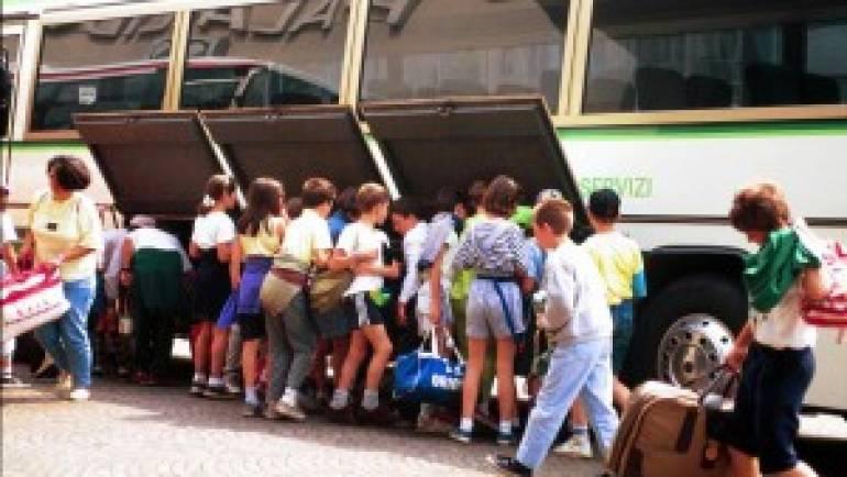 Ciampino. La Polizia Locale accerta il mal funzionamento della porta di sicurezza del Bus. La gita della scuola parte solo dopo la riparazione.