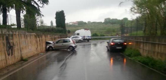 Ciampino. Grave incidente in Via Doganale, chiusa al traffico. Conducente 24 enne ricoverato in codice rosso.