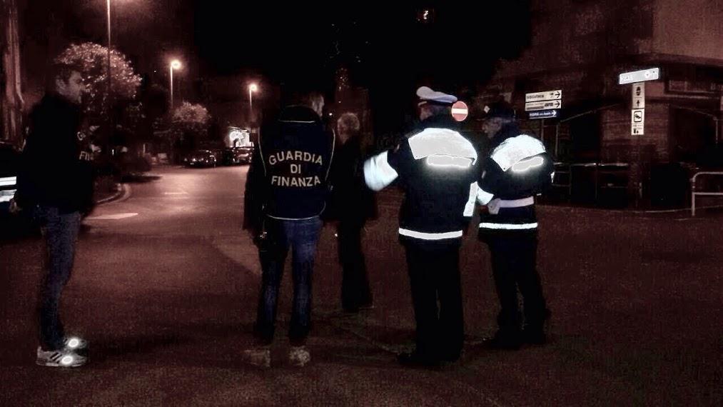 """Ciampino, dispositivo """"notti sicure"""". Guardia di Finanza e Polizia Locale sequestrano diversi veicoli e quantità di sostanze stupefacenti. Forzato un posto di blocco."""