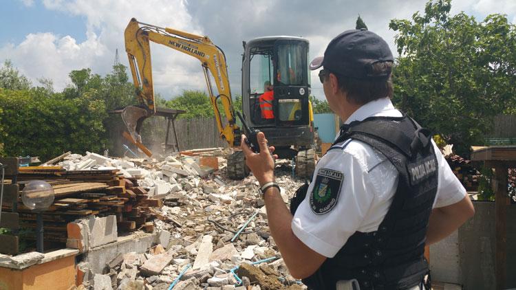 Prosegue l'attività di immissione al patrimonio dei manufatti abusivi. Oggi demolita abitazione di 50 mq.