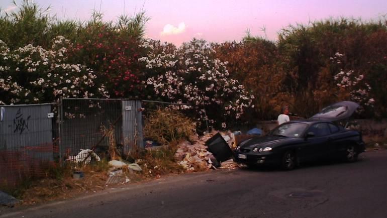 """Ambiente: le telecamere della Polizia Locale """"pizzicano"""" chi abbandona rifiuti in strada a Ciampino. Scattano le sanzioni e l'obbligo di ripristino dei luoghi"""