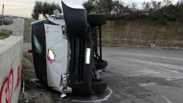 Ciampino: Si ribalta un furgone portavalori