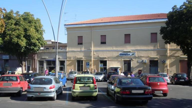 Molesta una ragazza alla stazione. Carabinieri e Polizia Locale arrestano un cittadino di 25 anni