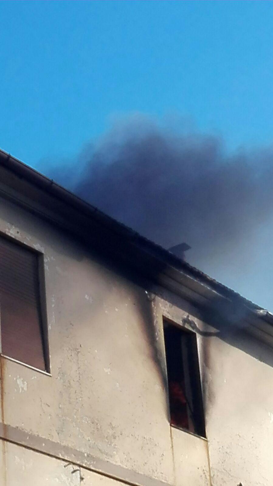 Incendio in un appartamento di via Ovidio