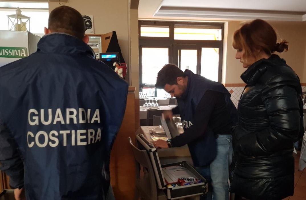 Continua l'operazione congiunta di Capitaneria di Porto e Polizia Locale di Ciampino a tutela del consumatore. Sequestrati 70 kg di pesce in un supermercato e due ristoranti