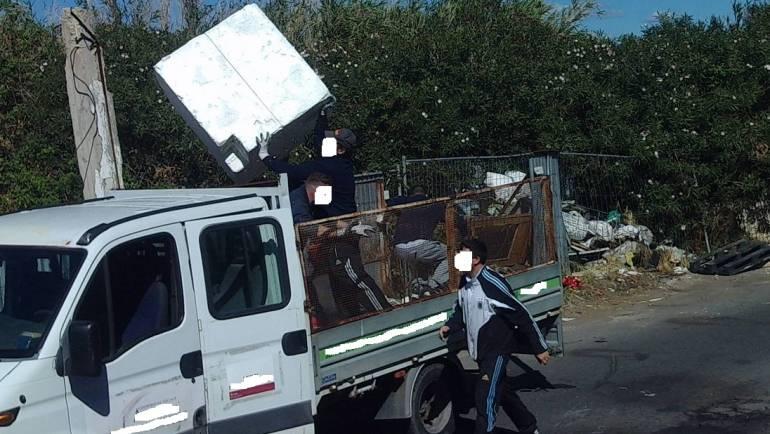 """Ciampino, tana per gli """"zozzoni"""". Le telecamere della Polizia Locale individuano 17 responsabili di abbandono di rifiuti ingombranti"""