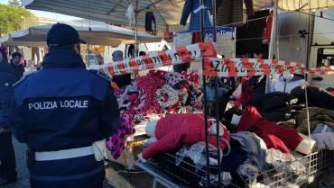 Ciampino: operazione anti abusivismo al mercato settimanale. Sequestrato un banco di vendita di vestiario ed elevate decine di sanzioni.