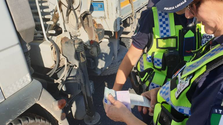 """Strade Sicure: il sistema """"Tachopolice"""" a supporto della Polizia Locale per il controllo dei mezzi pesanti."""